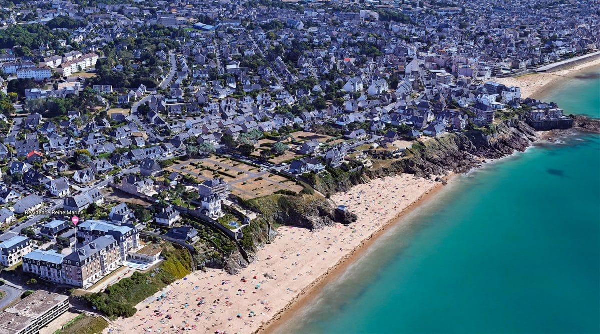 Vue aérienne du site des Nielles – Un site inséré dans la ville.